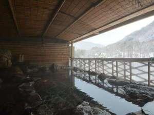 【女性露天風呂】大川渓谷を望める露天風呂♪冬季は雪見露天をお楽しみ頂けます☆