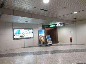 【国内線2階】スカイマークの出発カウンターの奥にホテル専用入口がございます。