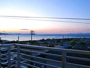 *窓からのながめ。吉良ワイキキビーチが一望。朝日も見えるので朝がおススメ。