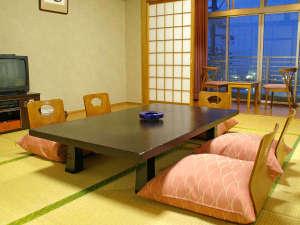 *【和室8畳 海を望むお部屋】吉良の海を一望。朝日も楽しめます。