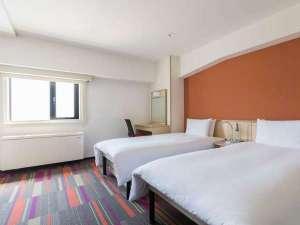 3階にある20平米ツインルームは3名様までご利用いただけます。