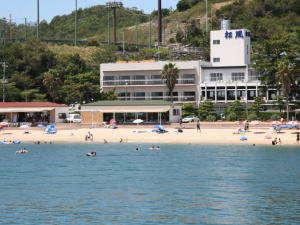 ホテルの目の前が砂浜で夏はビーチとなります。
