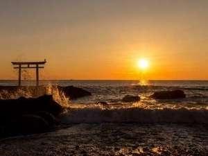 神磯の鳥居から見る日の出