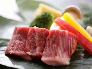 鳥取黒毛和牛ステーキはジューシーな肉汁溢れ、上品な甘みが口の中いっぱいに広がる一品。