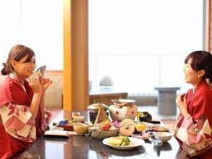 お部屋食だからこそ気兼ねなくお客様のペースでゆっくりとお食事をお楽しみください♪