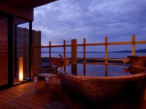 美しい夕暮れの海の景色☆七尾湾を一望できる客室露天風呂