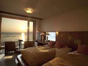 【湖&夕日側】リゾートツイン/大きな窓から雄大なサロマ湖をご覧いただける、眺望抜群のリゾートツイン!