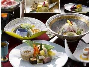 温泉宿ならではの会席料理(イメージ)