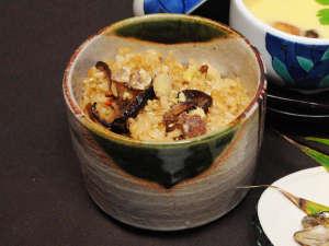【グレードアップ夕食】素材にこだわった名物・元祖大山おこわ