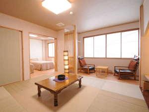 【本館和洋室(禁煙)】明るい色調で和モダンにリニューアルしたお部屋でごゆっくりとお寛ぎください。