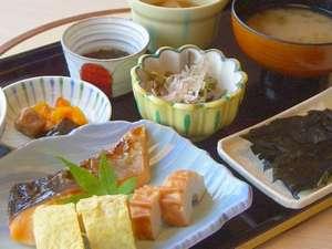 地産食材を取り入れた和朝食で、今日も元気にいってらっしゃいませ!