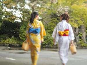 【萬松閣・玄関口】温泉通りにお散歩はいかが♪山代湯めぐりも楽しみ♪