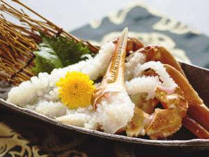【蟹刺し】プリップリで甘~くとろける新鮮さ抜群のひと品――。瑞々しさ溢れる、味わいをお楽しみ下さい。