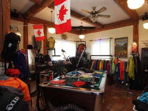 ◆【ショップ】山用品、スキー用品、Tシャツ、ハンモックなどの販売をしているSHOPスペースです。