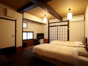 ベッドはこだわりのシモンズベッド。落ち着きのある洋室は人気です。