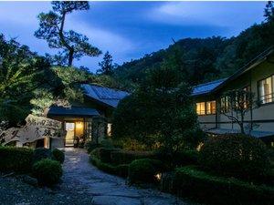 夕暮れの久恵屋旅館