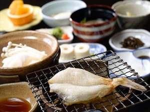 地元の食材を中心とした内容で、お一人様ずつの和定食です