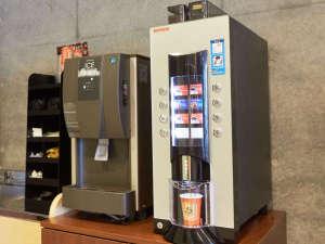 1Fロビーにはコーヒーマシンを導入 ご自由にお飲みいただけます