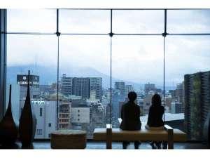 7階フロントロビーでは桜島がお出迎え。