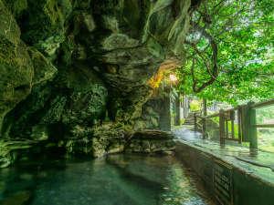★野趣溢れる天然の露天風呂で体験する透明度の高い新鮮な湯