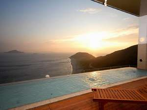 spaVIEW露天風呂から夕日を眺める