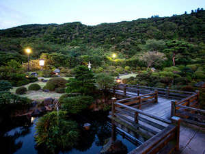 【庭園】日暮れ間近の静かな庭園