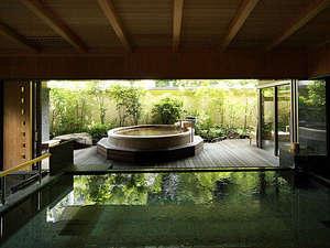 静けさの中、温泉が湧く音だけが響き渡ります