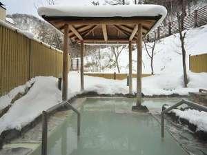 効能の豊かさはもちろん季節や天候で乳白色や緑、黒など様々な色合いが楽しめるのも天然の硫黄温泉の魅力!