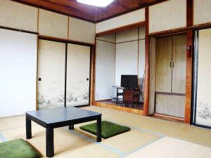 *1階部屋(和室8畳)/全室、テレビ・個別空調の暖房を完備しております。