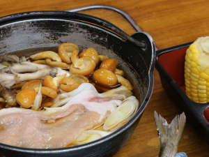 *夕食単品一例/もち豚を使用した心も体もホクホクな鍋物です。(※メニュー変動あり)