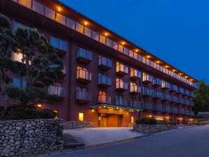 六甲の樹々に囲まれた高台に位置するホテル