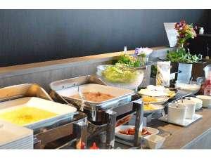 朝のモーニングカフェ 洋軽食のバイキングスタイルです。