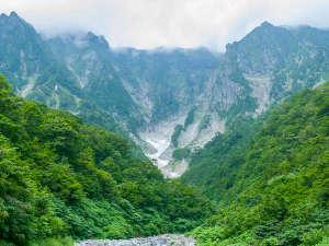 *谷川岳・一ノ倉沢/谷川岳の象徴として圧倒的な迫力で多くの登山者を魅了しています。