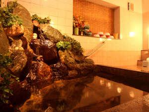 女風呂 宿泊人数が多い日は岩風呂を開放します。