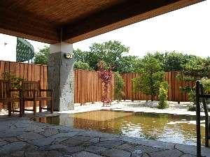 源泉掛け流しの天然温泉