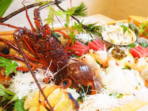 *今が旬を迎える絶品の高級食材「伊勢海老」。身が引き締まったぷりぷりの触感がたまりません!