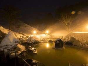 石庭露天風呂ライトアップ:幻想的な雰囲気の中でご入浴していただけます