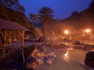 石庭露天風呂ライトアップ:幻想的な雰囲気の中でご入浴していただけます。