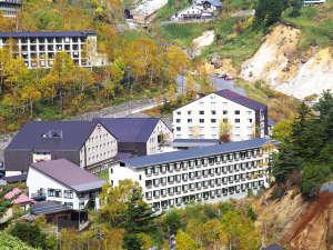 秋の万座高原ホテルの全景