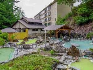 新緑に囲まれた「石庭露天風呂」