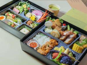 ご夕食は美瑛町の無農薬野菜・北海道の厳選食材を使用した、2段重ねの高級懐石弁当!