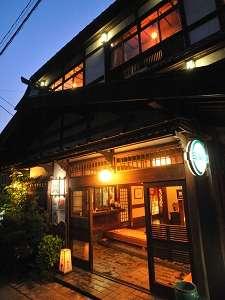村のミニ画廊 民家造りの宿 奈良屋旅館