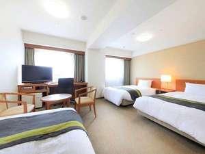 【トリプルルーム】32平米のお部屋に、セミダブルベッドが3台入ってゆったり!