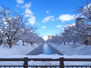 ホテル近くの福島江も、冬の雪化粧で別の表情を見せてくれます