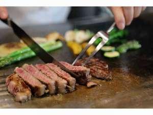 2階ステーキクラブ「悠」厳選和牛の鉄板焼きをご堪能いただけます。