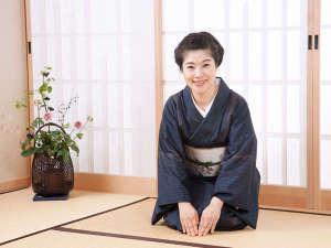 気さくな女将がお出迎えいたします。秋田出身の笑顔が絶えない女将です。