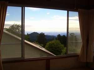 八王子・江ノ島方面を望める8畳の部屋からの眺め