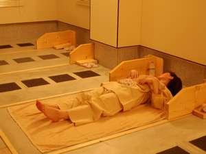 さらさらの汗をかいてリフレッシュ!5Fにある岩盤浴(※ご利用は女性限定です)最終受付は夜10時まで。