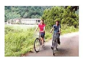 三方湖~水月湖の東岸にかけて全長約11kmの若狭自然歩道サイクリングコースがあります。