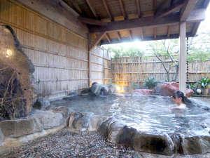 天然石を敷き詰めた自慢の宝石風呂で運気アップ!宇佐美温泉は様々な効能がある良泉です
